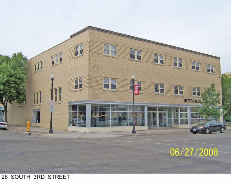 28 S 3rd St, Grand Forks, ND 58201